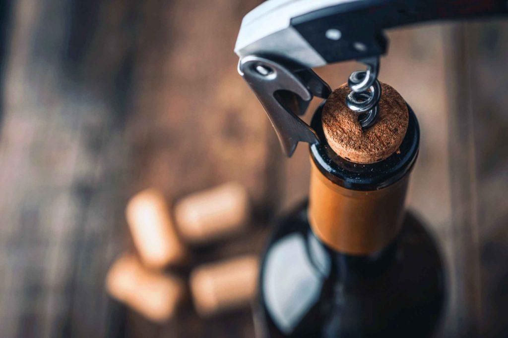 Rangement: on place les bouteilles de vin à l'horizontale
