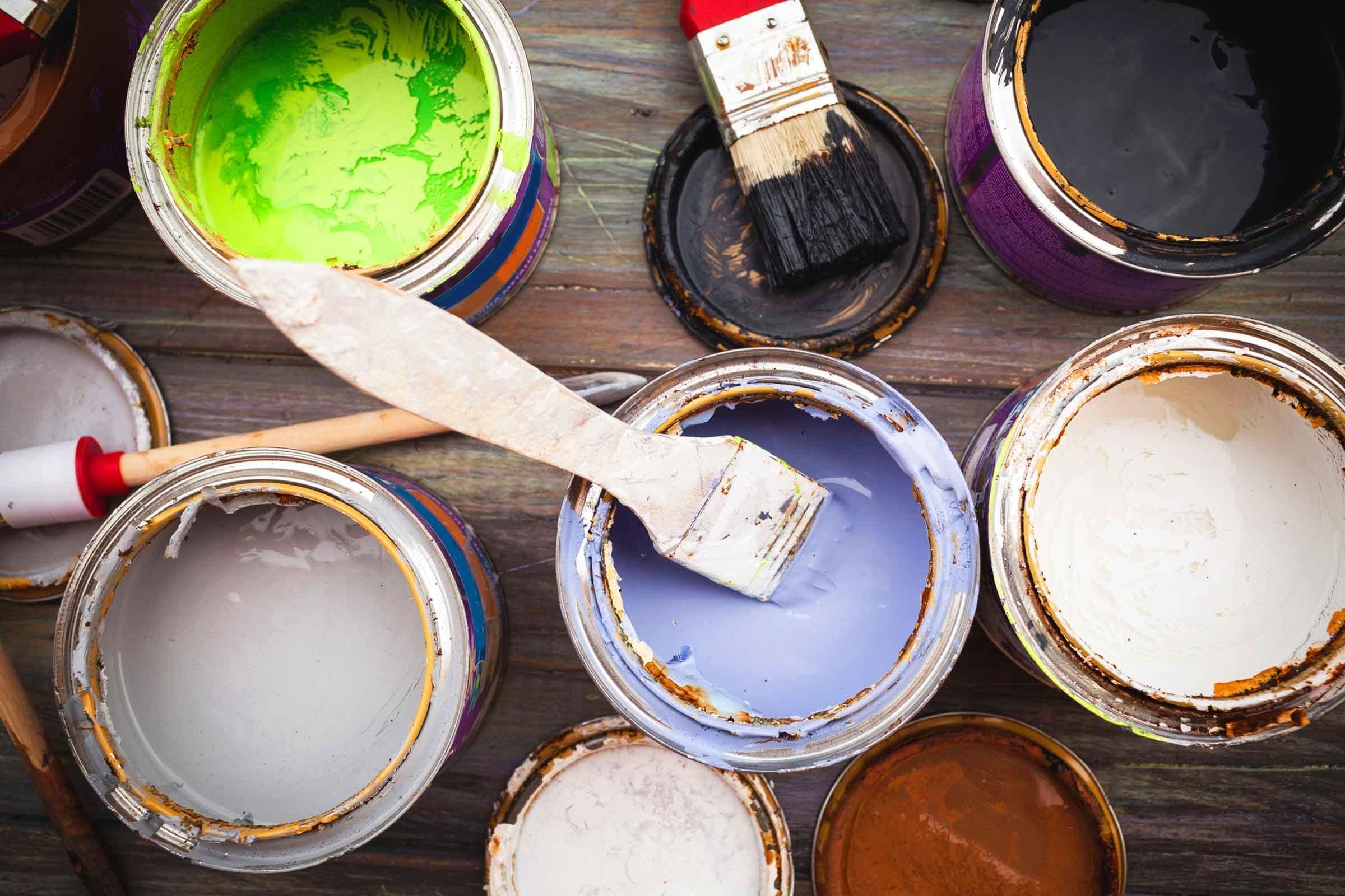 Rangement: Boîtes de peinture presque pleines à placer tête en bas