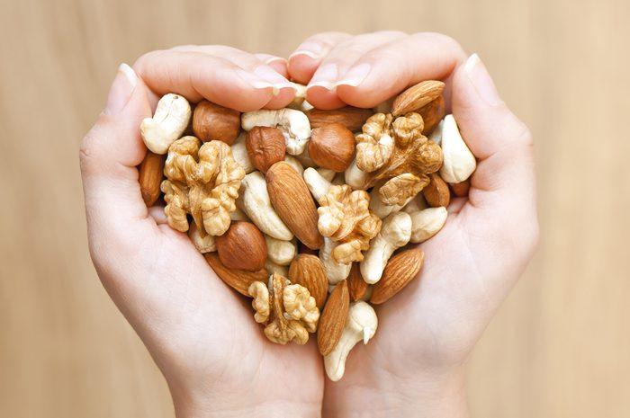 Les noix contiennent des graisses bonnes pour le coeur.