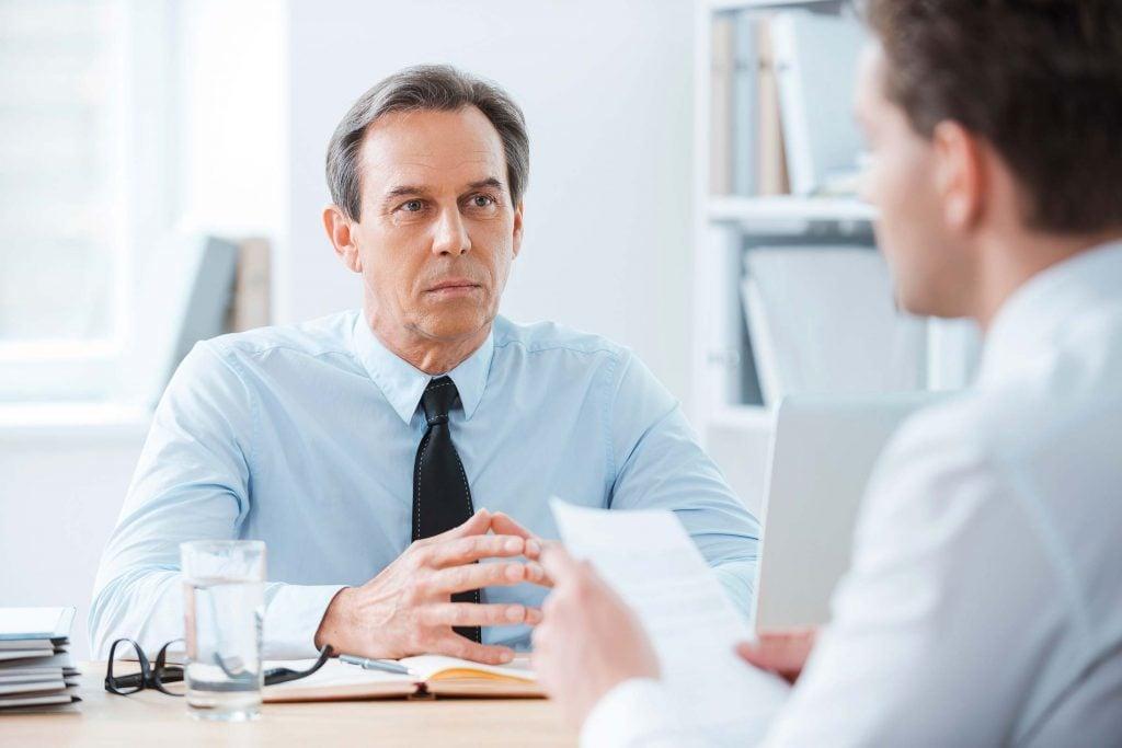 Mieux vaut lui donner votre préavis de deux semaines, une fois que vous vous êtes trouvé un nouvel emploi.
