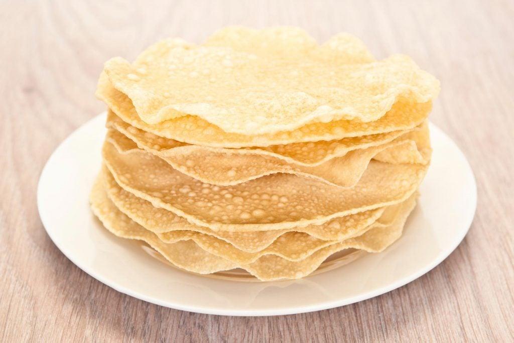 Les papadums sont frits ou cuits au four.
