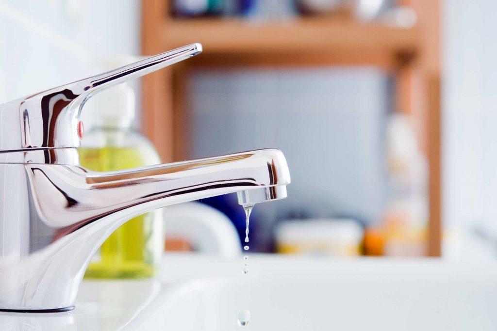 Si un robinet fuit, essayez de resserrer ou de changer la rondelle d'étanchéité.