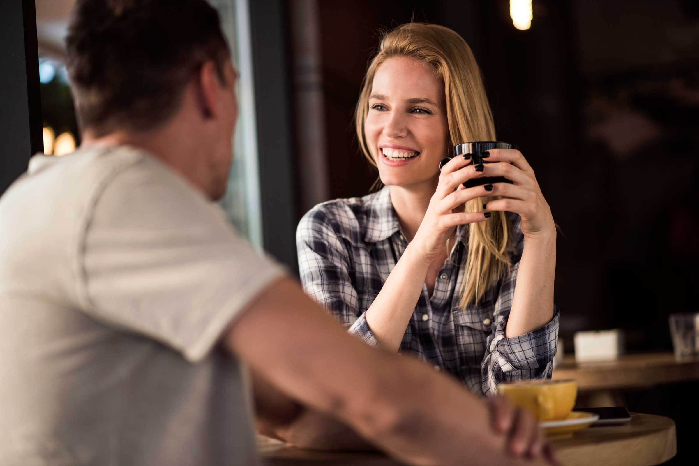 Même si vous avez fait une sorte de plongée virtuelle dans l'univers numérique de vos nouveaux amis, ne soyez pas étonné du léger malaise lors de votre première rencontre.