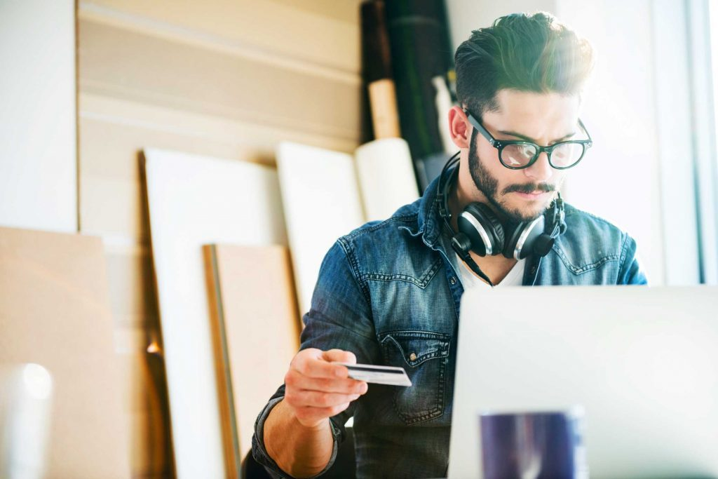 a891b1a0cb0a15 Vous pouvez économiser beaucoup en achetant en ligne. Les vrais magasins de  lunettes vendent plus cher ...