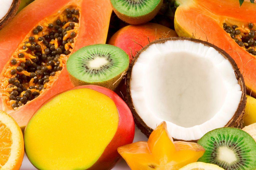 Pour une salade de fruits exotiques à la nigériane, vous mélangerez de la papaye, avec de la chair de coco et des ananas.
