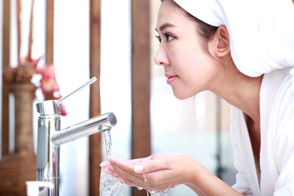 Préparer votre peau avant le maquillage.