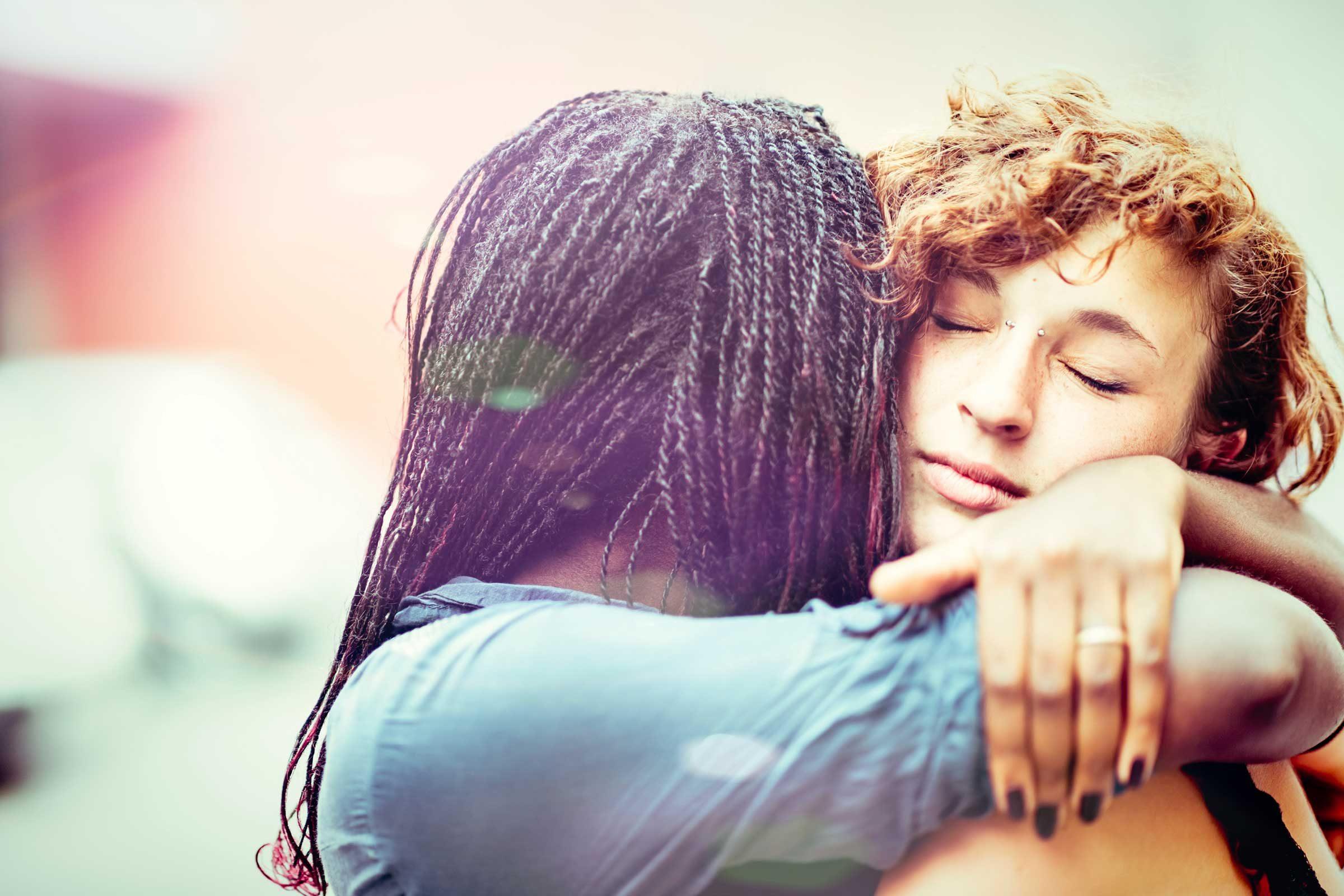 Si l'un de vos amis est en difficulté, soyez à ses côtés.