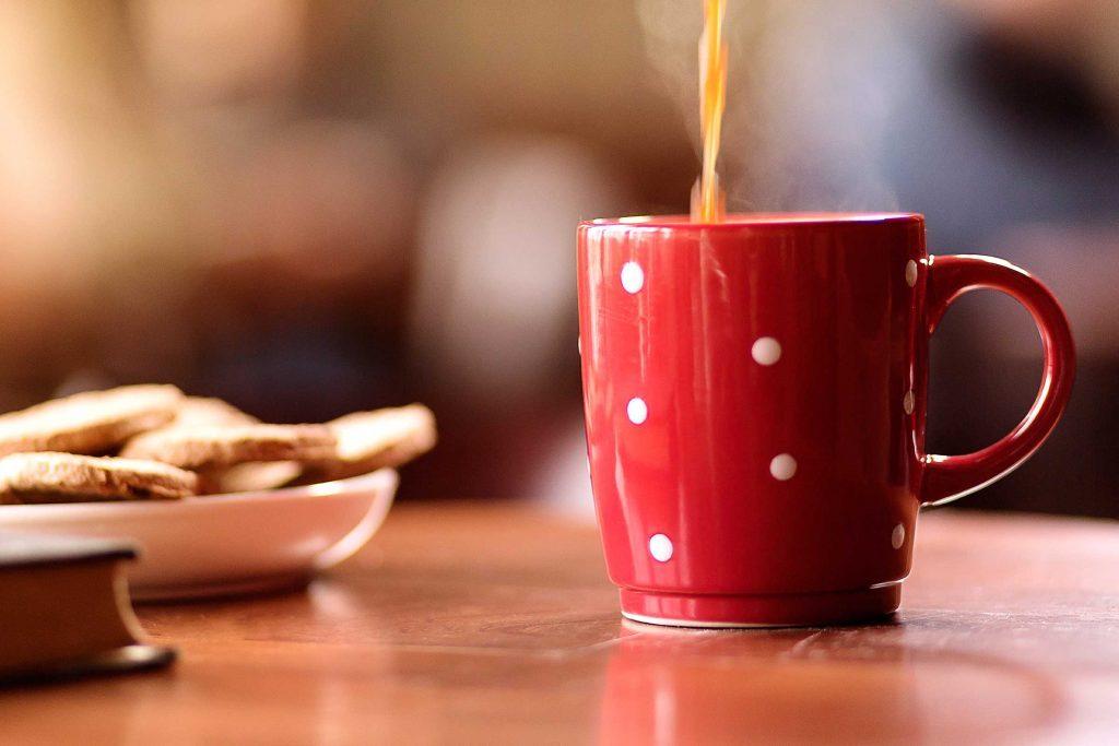 De nombreux chercheurs ont étudié les effets du thé vert et du café sur le risque d'avoir un cancer. Leurs travaux ne sont pas conclusifs.
