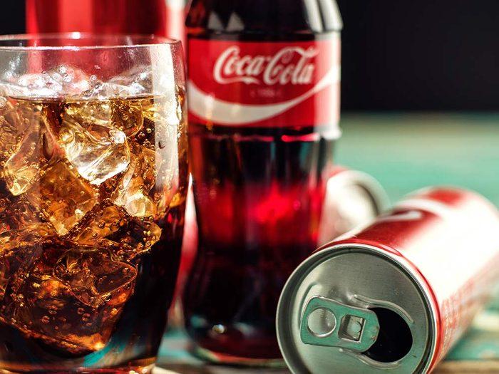 Nettoyer le pare-brise avec du Coke