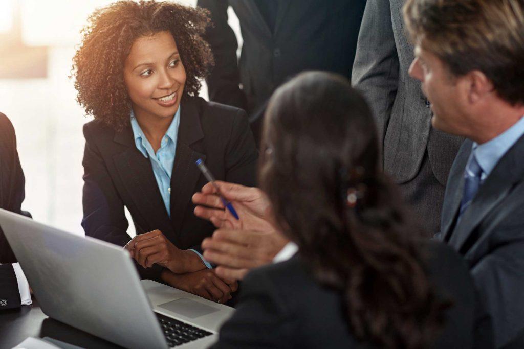 Avant une grosse réunion, prenez cinq minutes, ou même 45 secondes, pour envisager ce que vous pourriez faire pour que tout se passe bien.