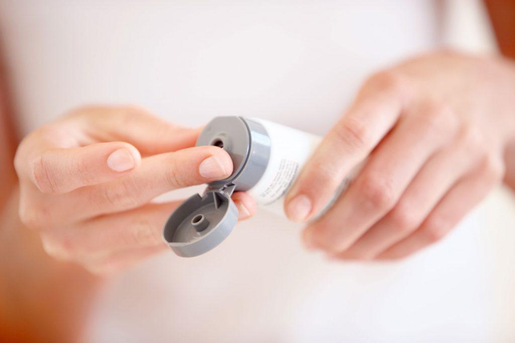 Pour camoufler votre gueule de bois, n'oubliez pas d 'hydrater votre peau.