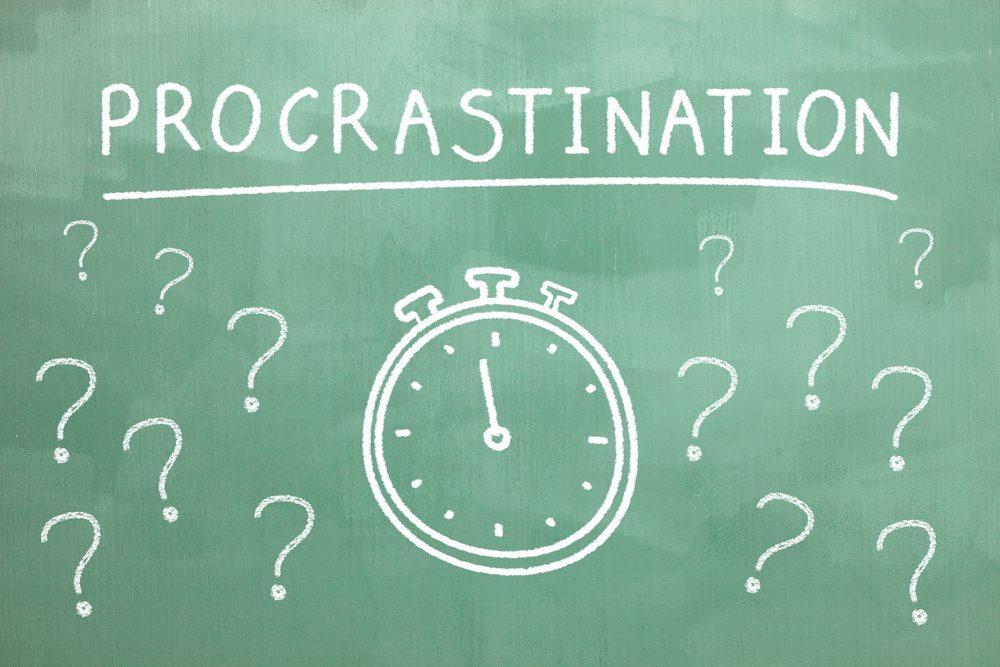 La procrastination et la frustration peuvent être des symptômes d'un comportement passif-aggressif.