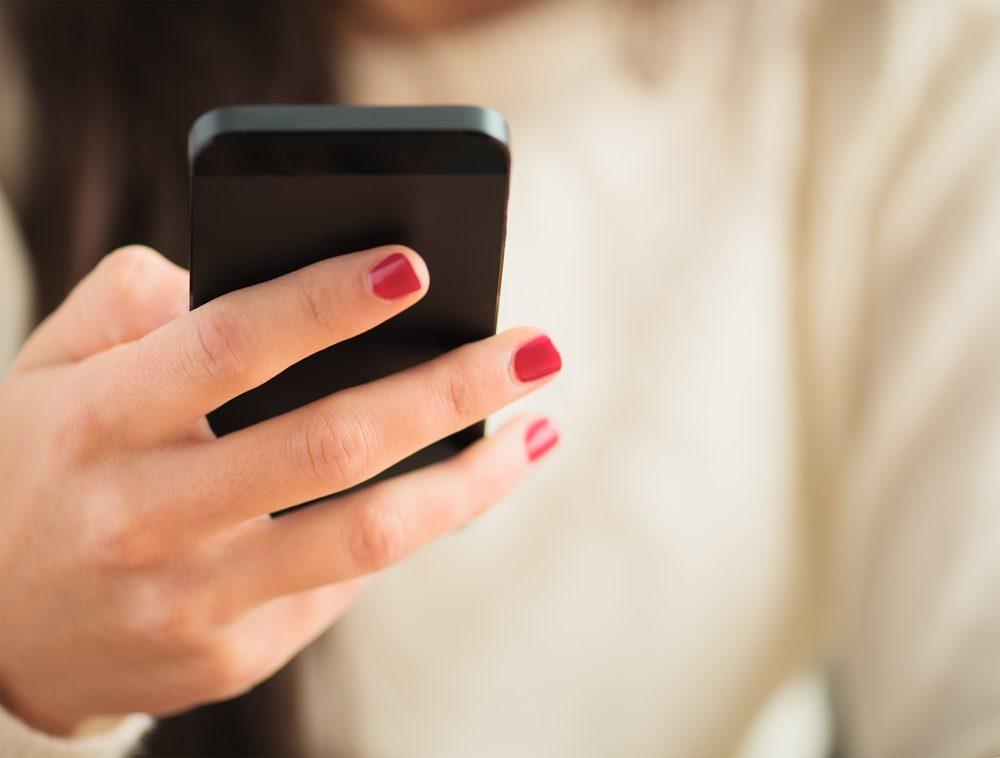 Réduisez votre utilisation de votre cellulaire pour mieux dormir.