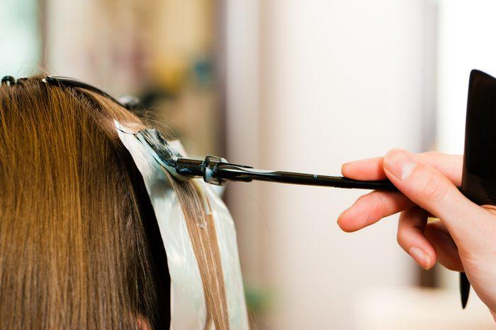 Certains couleurs de cheveux vont mieux aux teints neutres au nuances chaudes.