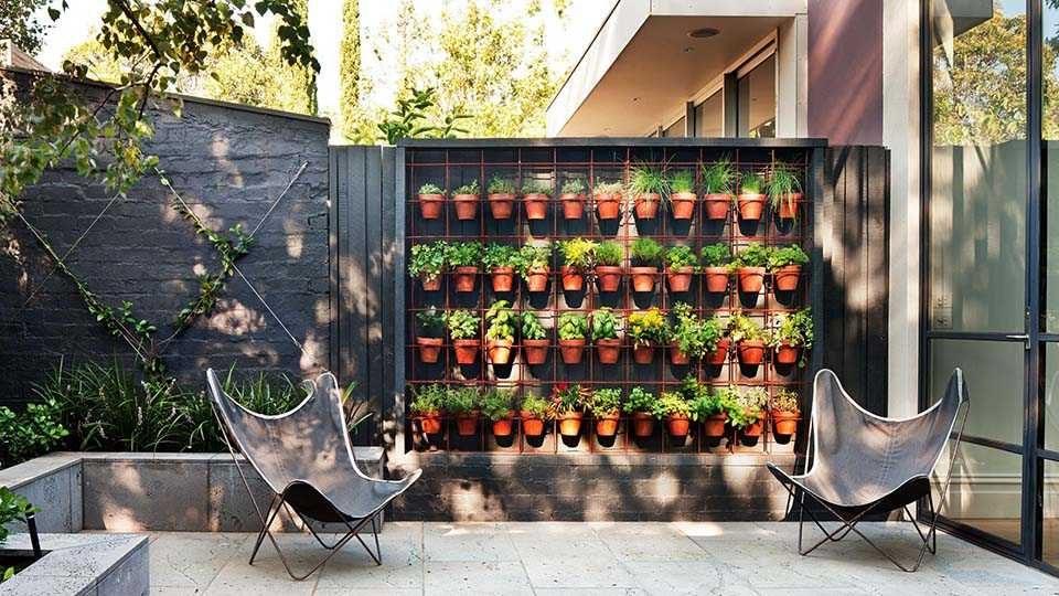 Un mur vert en ville