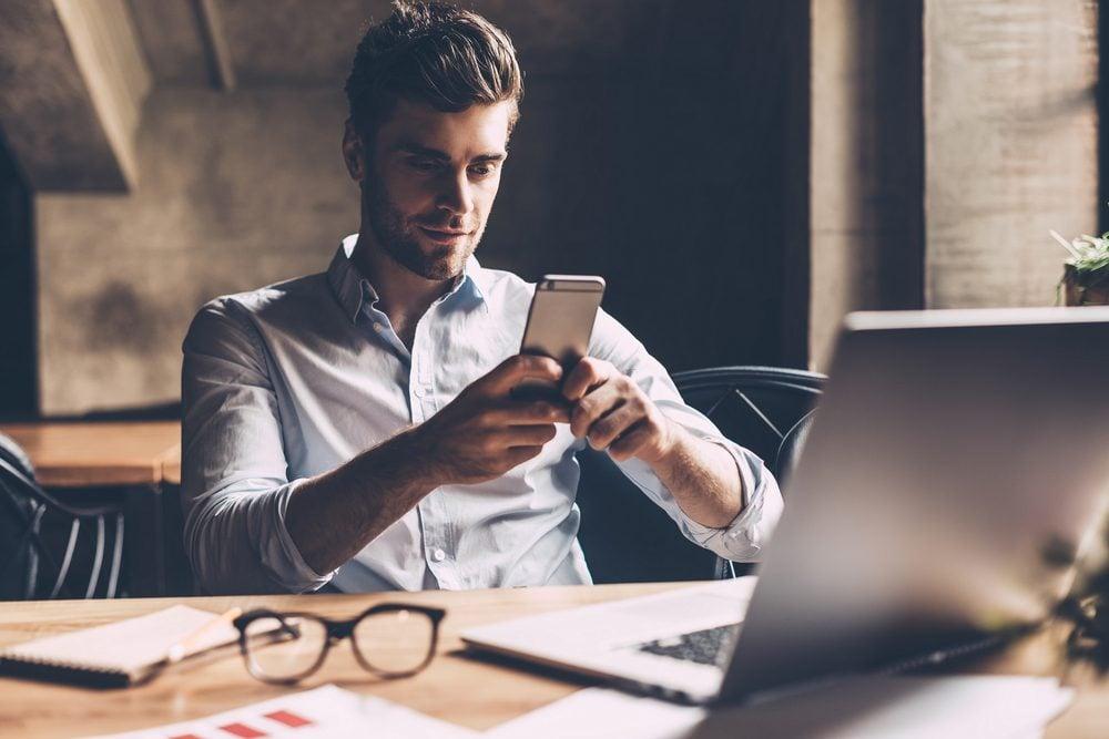 SI vous travaillez beaucoup au téléphone, il se peut que votre batterie se vide rapidement.