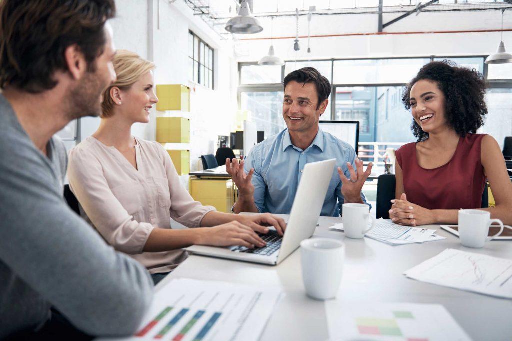 Au lieu de parcourir vos notes avant que la réunion ne commence, questionnez vos collègues sur leur prochaine fin de semaine.