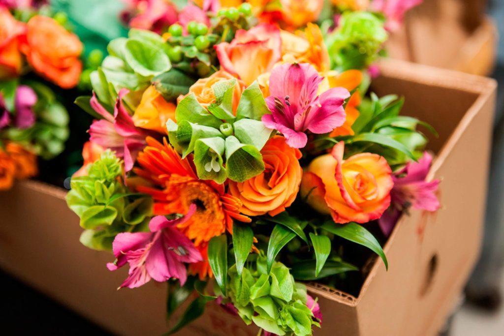 Ajoutez des fleurs à votre décor de fiesta.