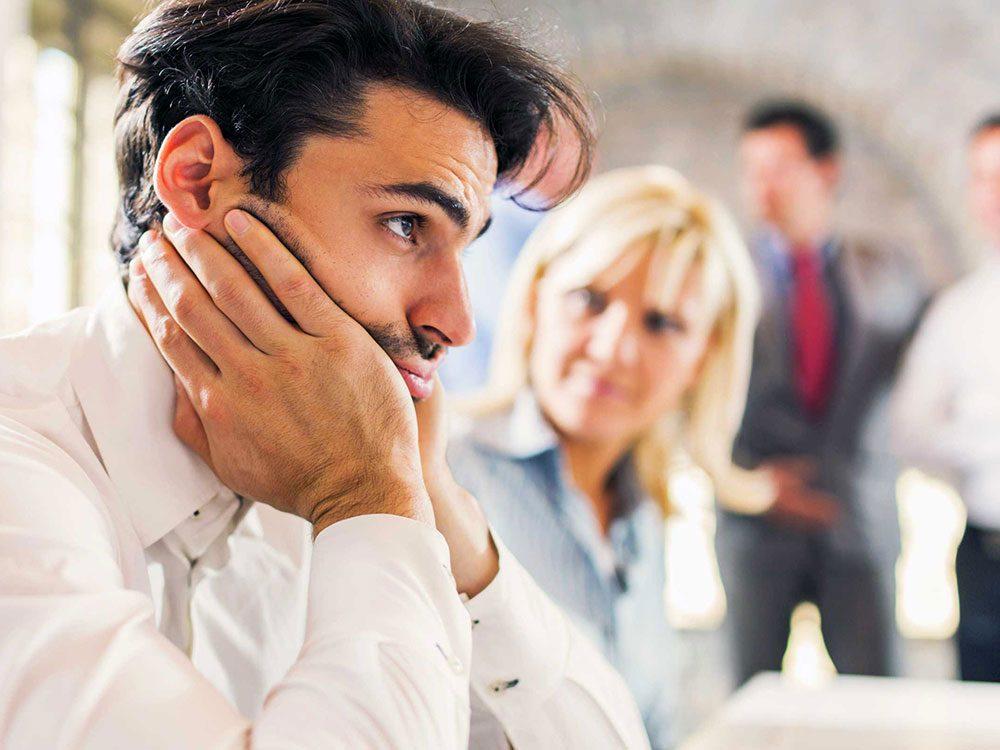 Vous ne faites pas votre maximum au travail ? C'est peut-être signe que vous vous êtes trompés de carrière.