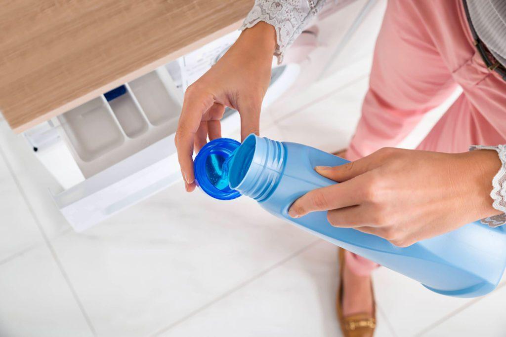Lorsque vous faites le lavage, mettez le savon après avoir remplie la cuve de linge et d'eau.