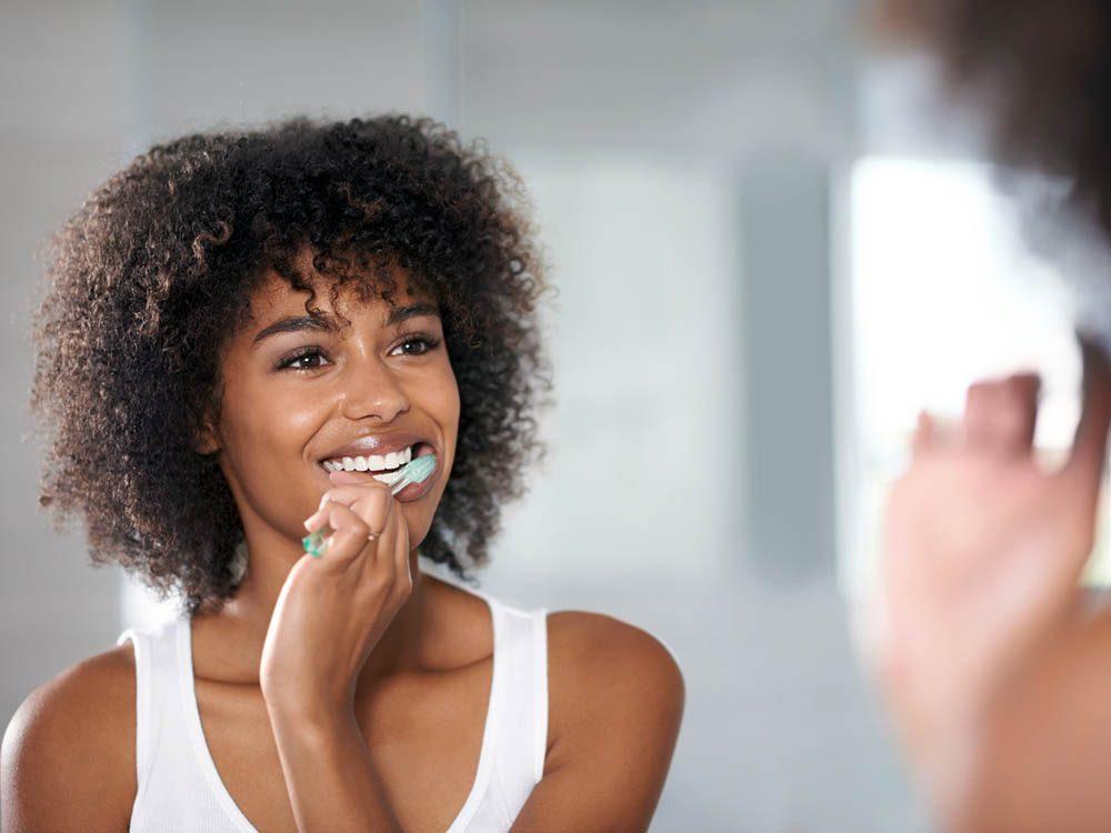 Un blanchiment des dents ne peut pas être fait par un simple dentifrice.