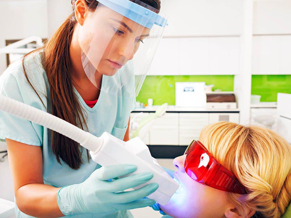 Des tâches pourrait résister au blanchiment des dents.