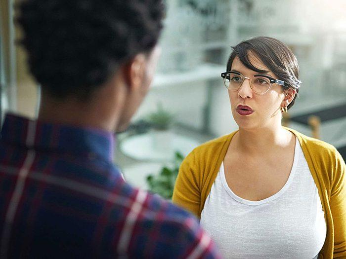 Vous avez un comportement passif-agressif si vous envoyez des messages ambivalents.