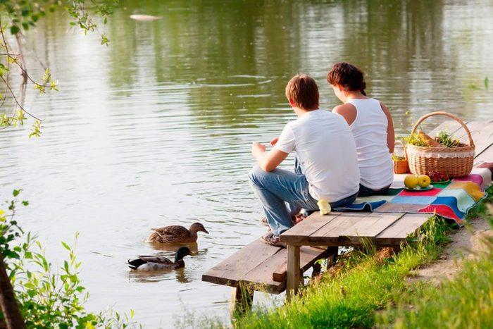 Une demande en mariage au bord du lac