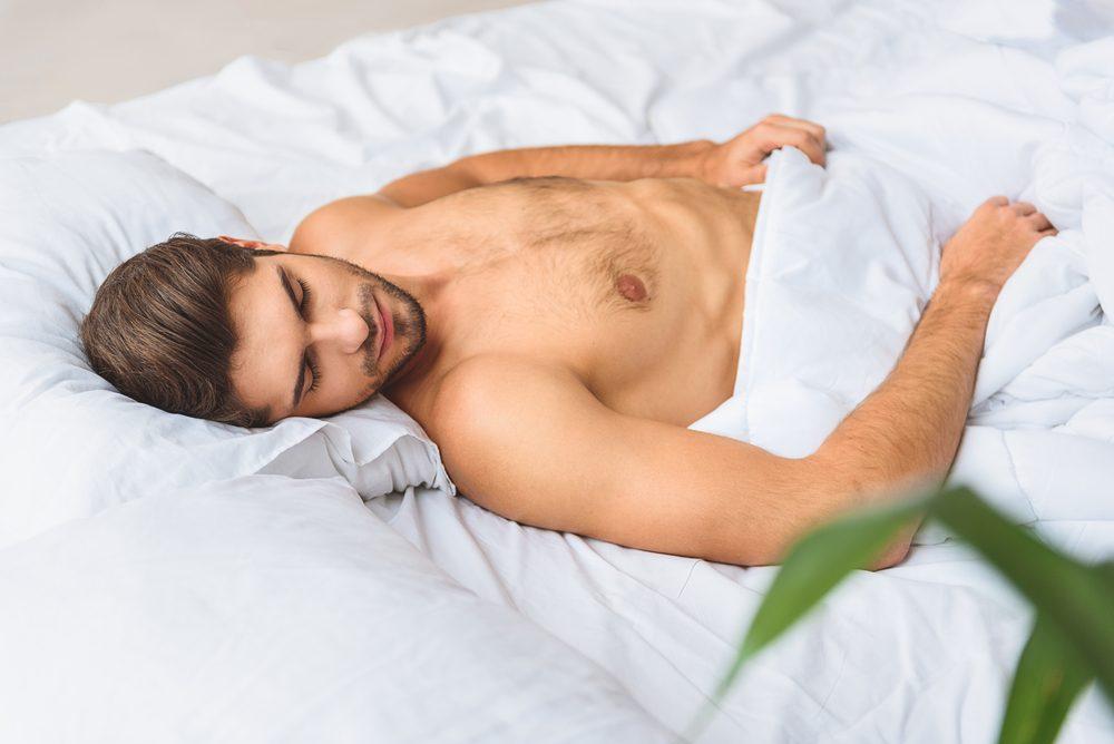 Dormir nu et éviter l'insomnie