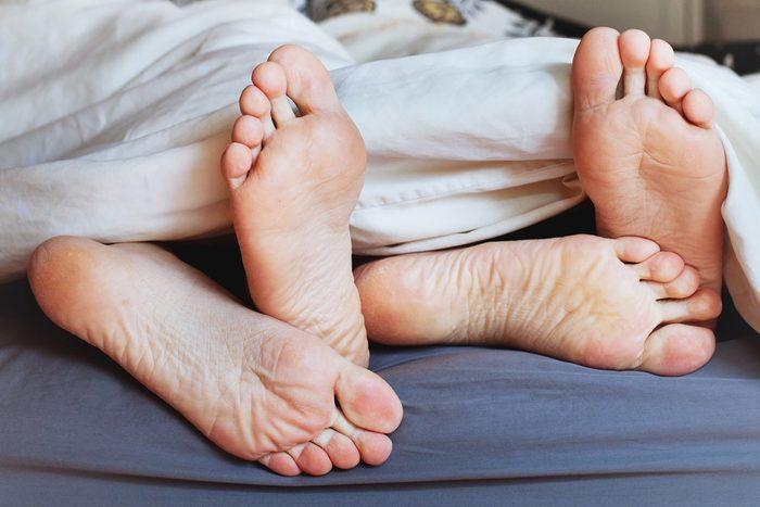 Plus de sexe en dormant nu.