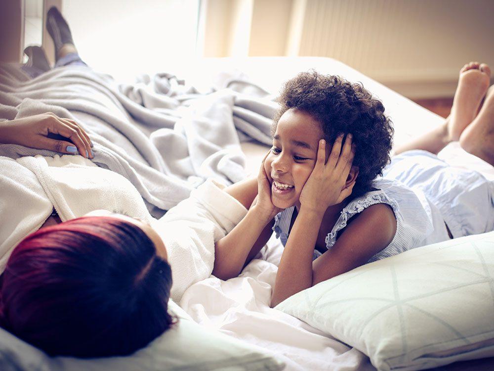 Enseignez à votre enfant l'empathie en leur apprenant à tenir compte des sentiments des autres.