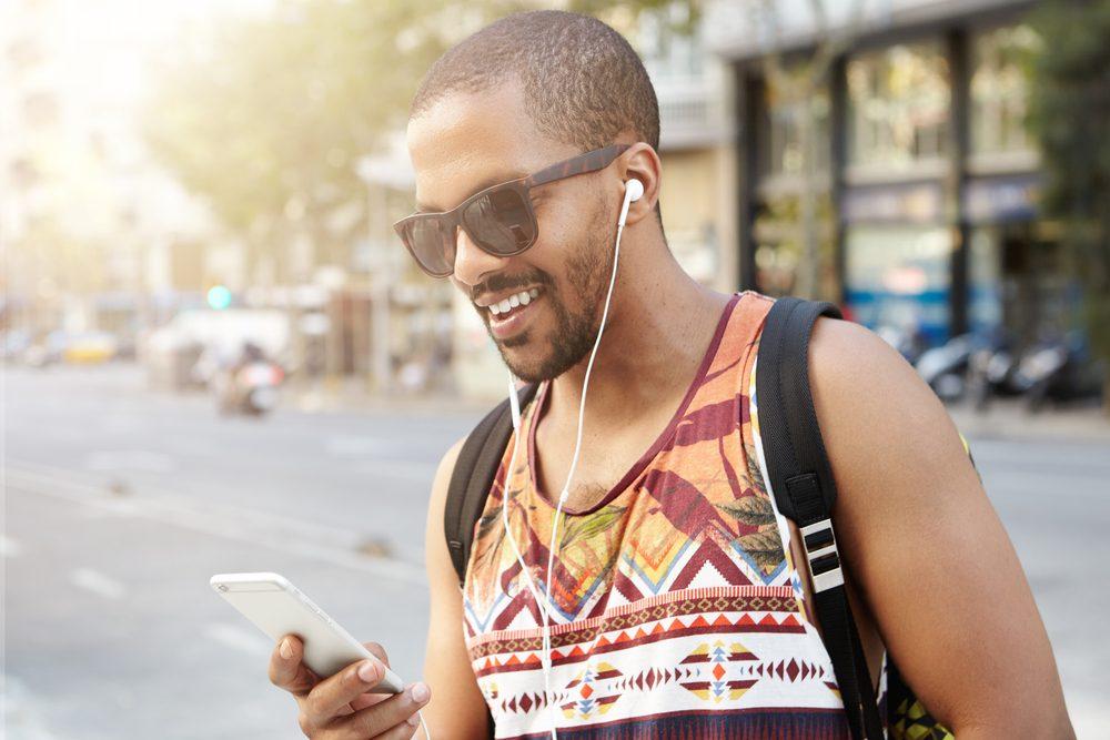 Pour devenir plus intelligent, écouter des livres audio.