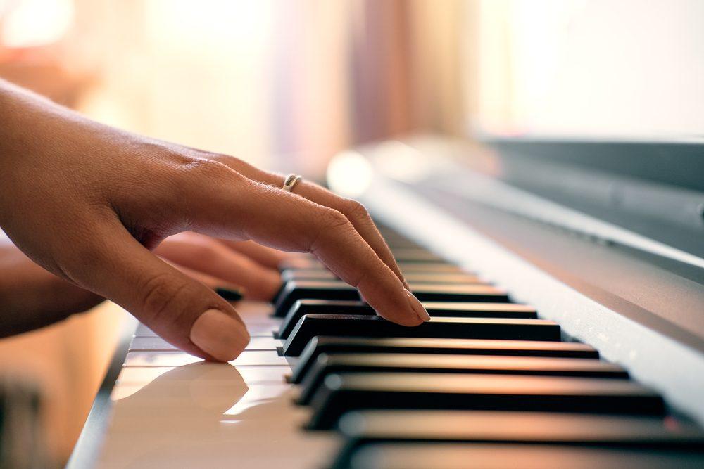 Développez votre intelligence en jouant de la musique.