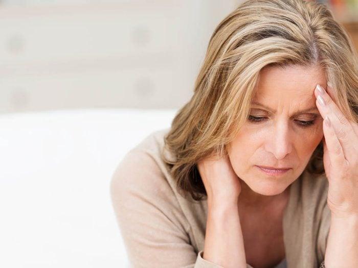 Les migraines hormonales sont un signe annonciateur de ménopause.