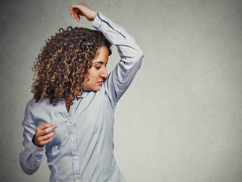 La ménopause peut entrainer un changement d'odeurs corporelles.