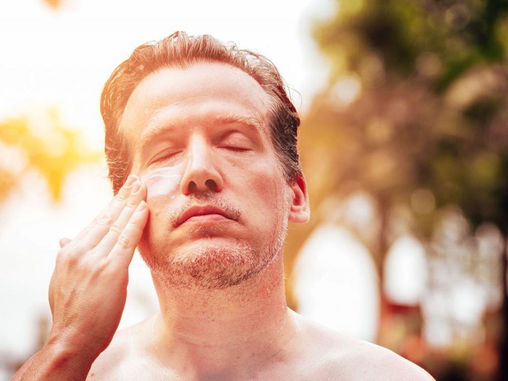Mythes sur le cancer: passé 18 ans, il est trop tard pour protéger sa peau.