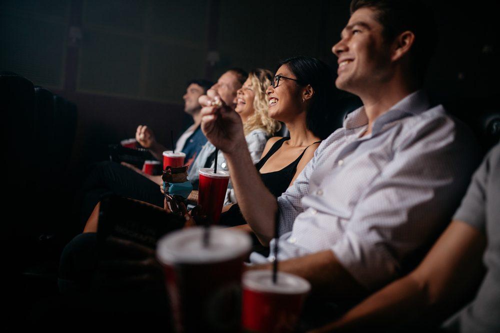 Pour faire plaisir à un père, proposez-lui une sortie au cinéma.