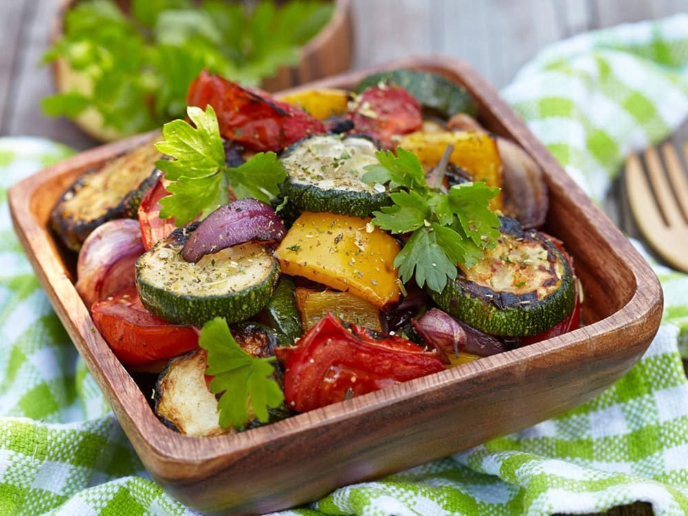 Recettes méditerranéennes à essayer: salade de légumes grillés.