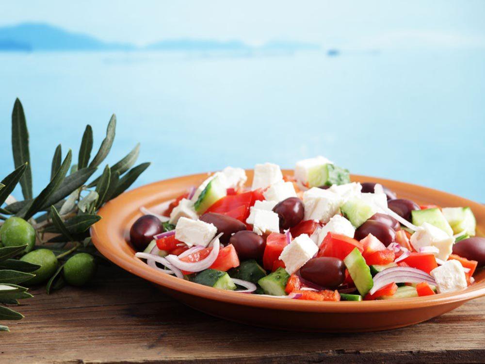 Recettes méditerranéennes à essayer: salade grecque.