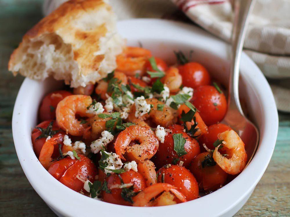 Recettes méditerranéennes à essayer: les tomates et feta à la grecque.