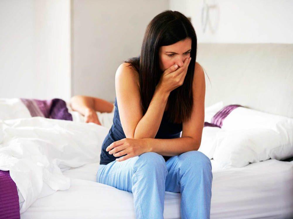 La septicémie peut entrainer des nausées et vomissements.