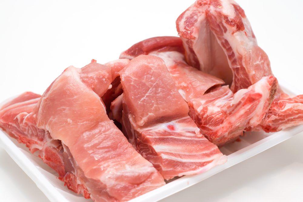 Quand on met de la viande ou du poisson au mélangeur, on doit s'assurer qu'il ne reste plus d'os ni d'arêtes.