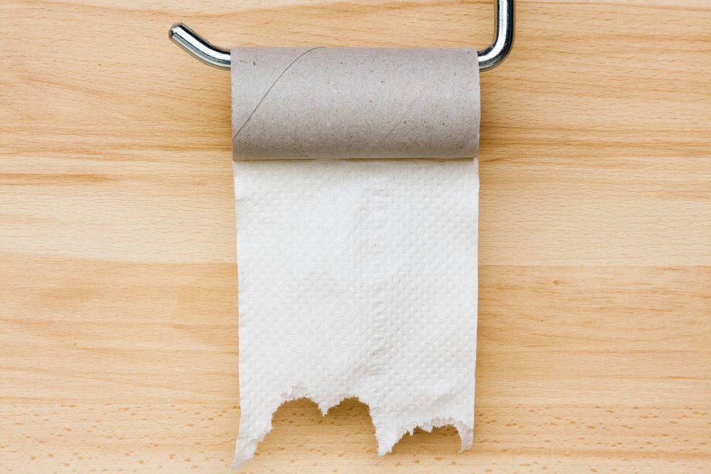 Ne monopolisez pas le rouleau de papier toilette.