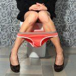 8 règles non dites du savoir-vivre dans les toilettes publiques