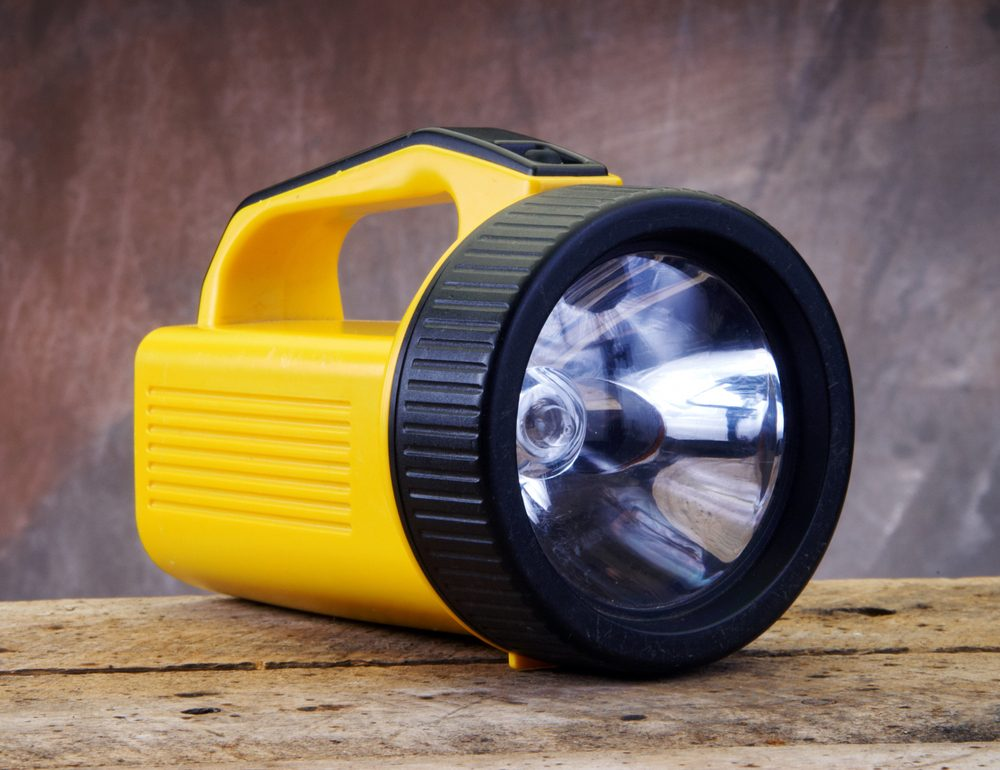 Conserver un lampe électrique dans sa voiture est utile.