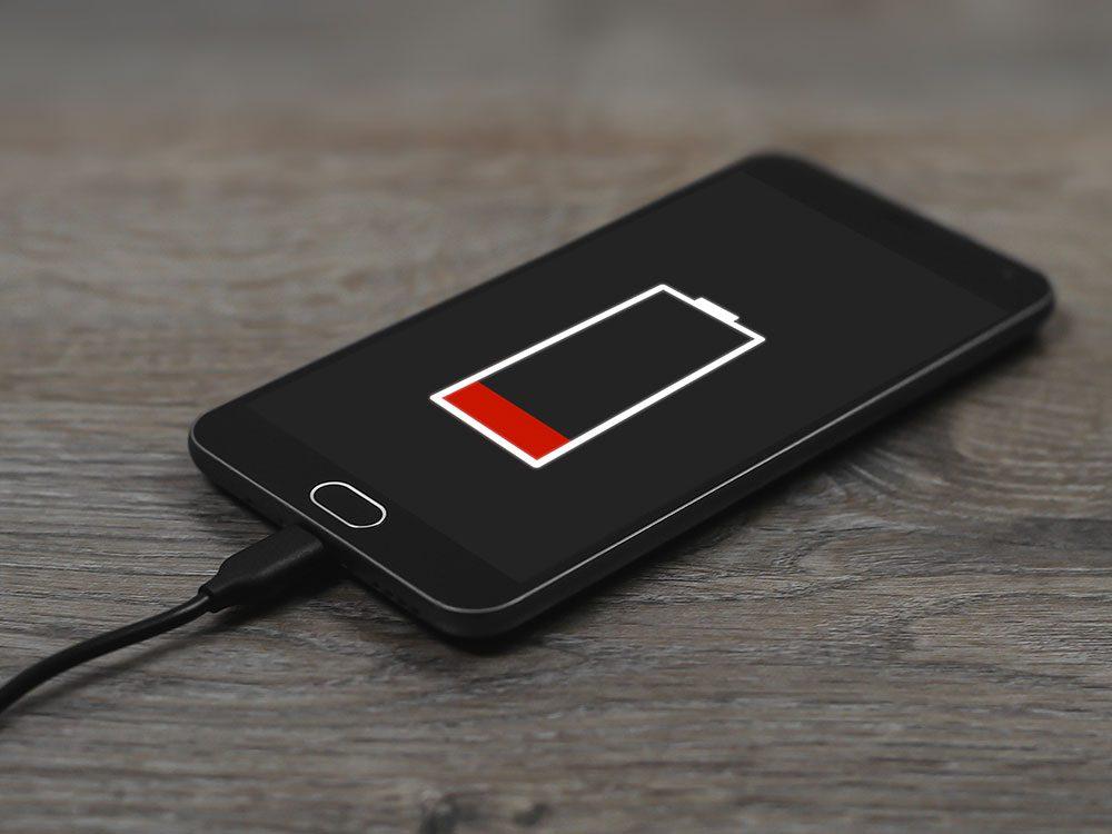 Vous travaillez beaucoup au téléphone, ce qui vide la batterie de votre téléphone.