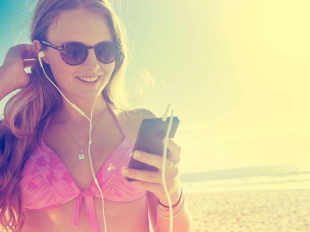 Il fait trop chaud ou trop froid là où vous êtes, ce qui vide la batterie de votre téléphone.