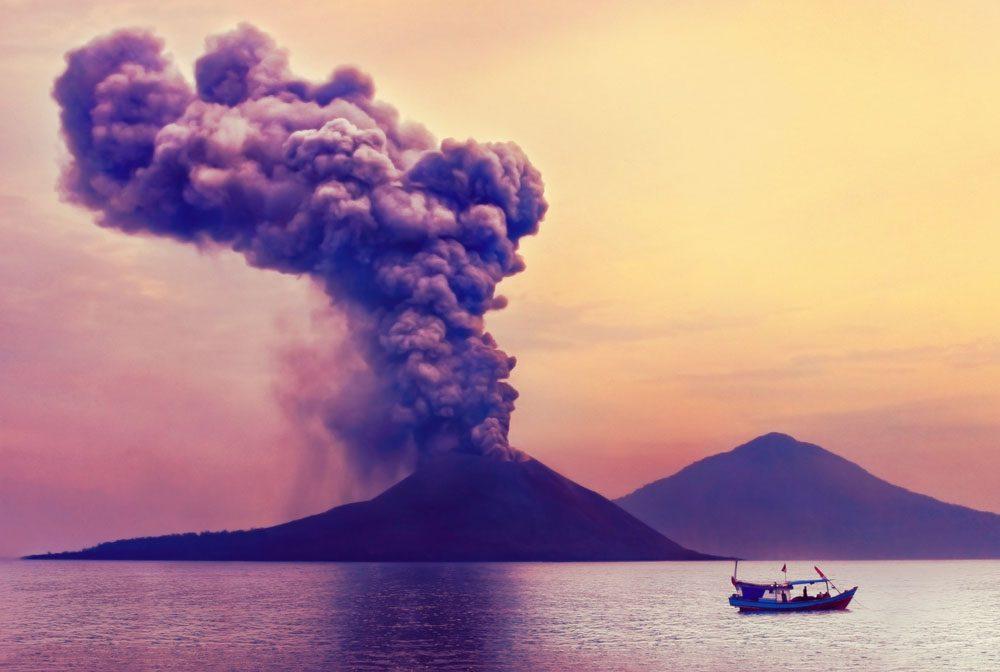 Le Krakatoa est à l'est de Java