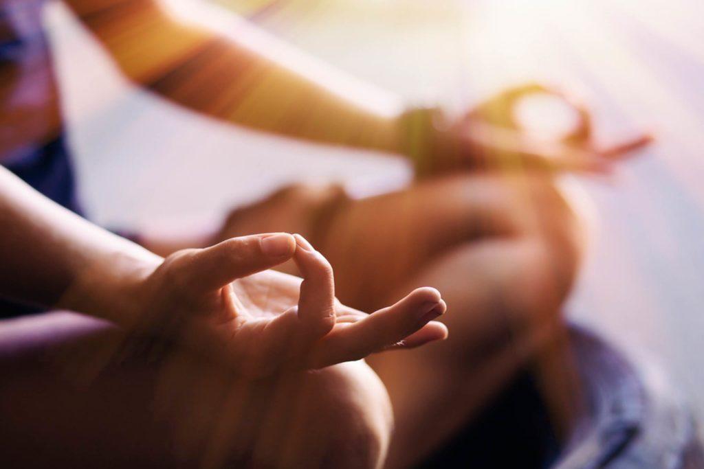 Faire une séance de pleine conscience vous aide à calmer votre désir d'aliments à forte teneur calorique.