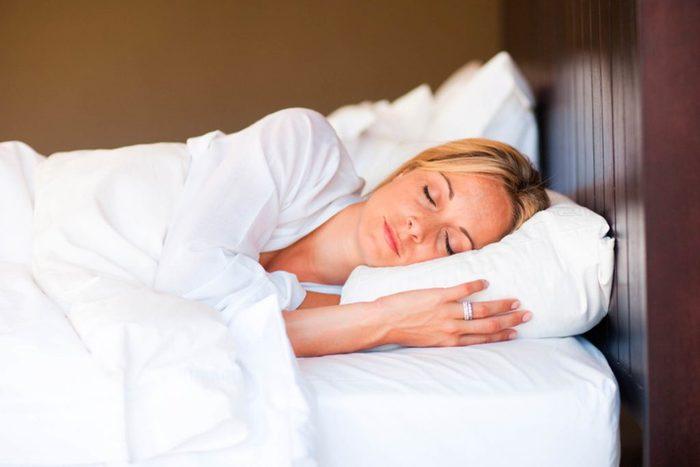 Garder votre chambre froide peut faire une petite différence dans vos dépenses quotidiennes en calories..